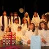 Multitud de niños cantan en el XV Festival de Villancicos del Cruz de Piedra