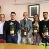 La Consejería de Agricultura ha donado 1.120 litros de aceite producidos en la finca jumillana `La Maestra´