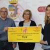 Ayuntamiento y Vinos de Jumilla entregan a la AECC la recaudación de la venta de copas en Jumilla Stock