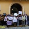 La Asociación Lucha por la Igualdad de Jumilla se concentró en la puerta del Ayuntamiento por la muerte de Laura Luelmo