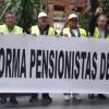 La Plataforma de Pensionistas de Jumilla estará este sábado recogiendo firmas para pedir al gobierno regional una partida presupuestaría que equiparen las pensiones mas bajas con el Salario Mínimo