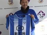 Leilei Gao ya posa con la camiseta del FC Jumilla