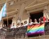 Colocada la bandera del orgullo LGTBI+ en el balcón del Ayuntamiento como símbolo de tolerancia e igualdad