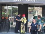 La rápida actuación del personal del edificio, Bomberos y Policía evitan males mayores en un incendio producido en la cocina del bar del Centro Sociocultural Roque Baños