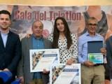 Pepe Bernabeu del Club Triatlón Jumilla es premiado por su segundo puesto en el campeonato de España de Triatlón