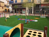 Se sustituye el pavimento de los juegos infantiles de la Plaza de la Alcoholera de Menor