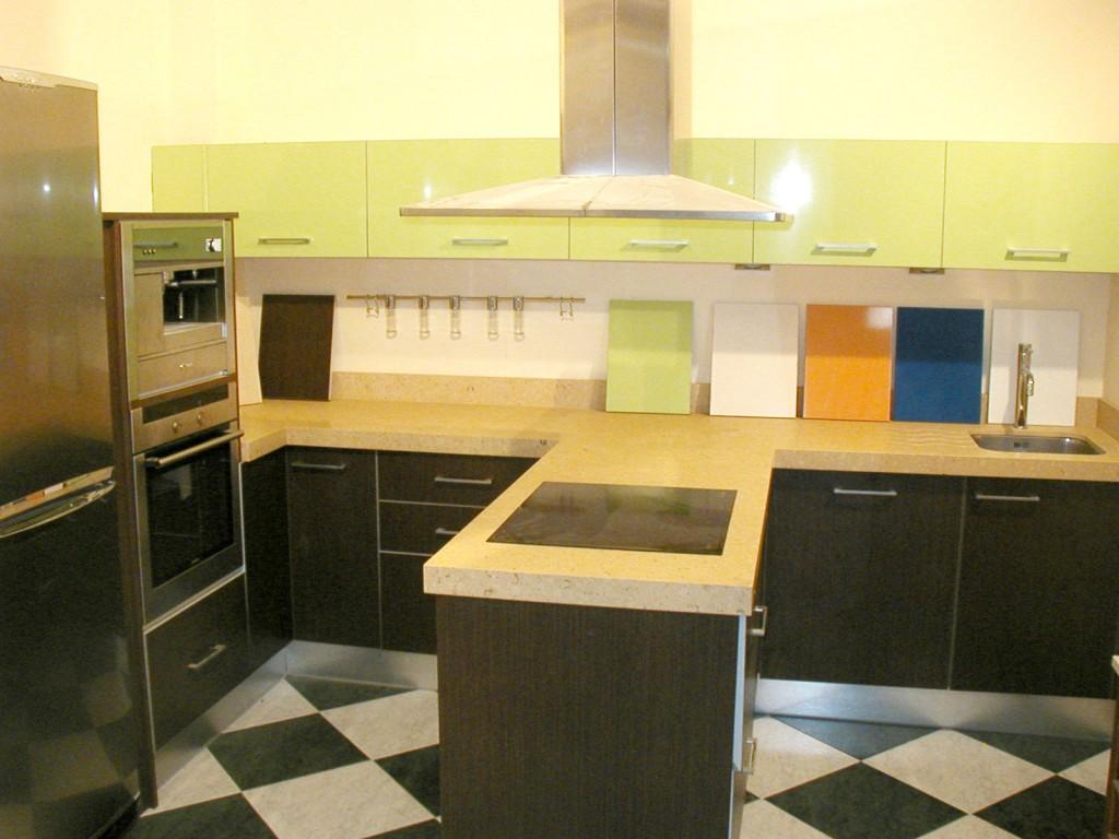 Todomadera cocinas de su exposici n en murcia todas han for Ver cocinas montadas
