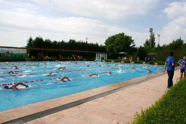 La hora del nadador llega a las piscinas municipales for Piscina cubierta requena