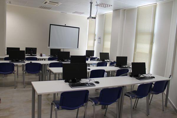 La oficina del sef jumilla cuenta ya con un aula de for Oficina sef murcia