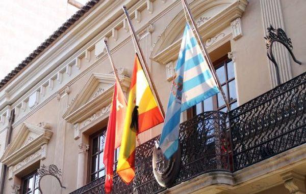 Las banderas del Ayuntamiento de Jumilla ondean a media asta en ...