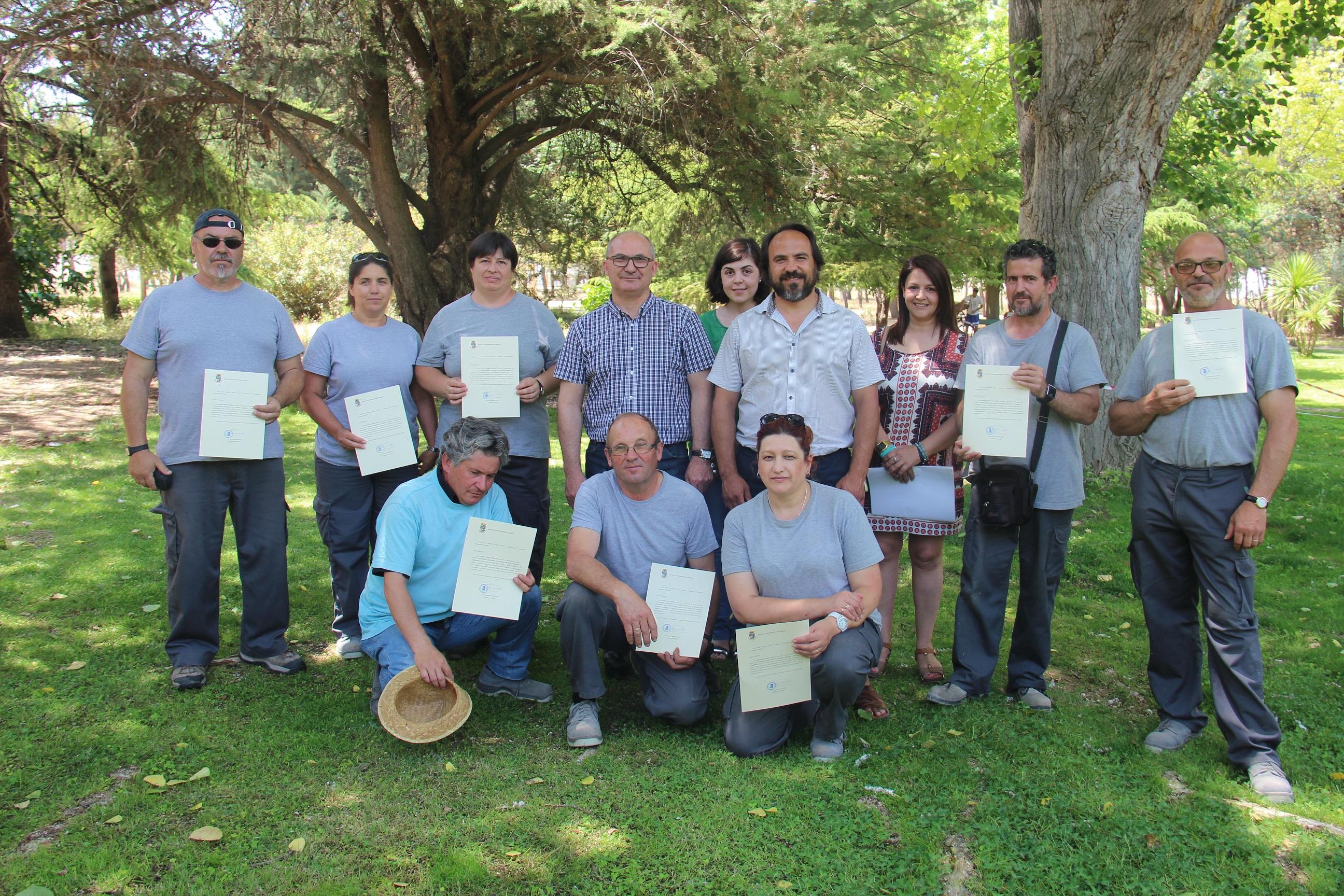 Entregados los diplomas del curso de auxiliar en viveros y for Auxiliar jardineria